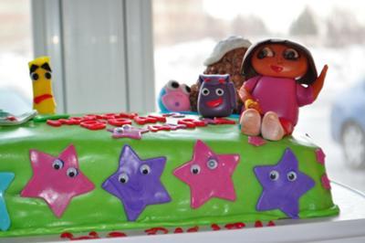 A rectangle Dora the Explorer cake