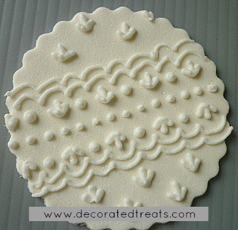 Cupcake lace topper in white