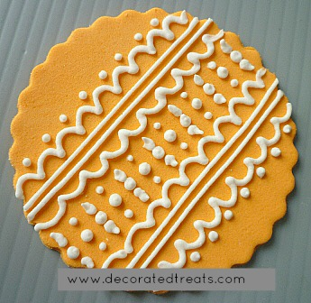 Cupcake lace topper in amber
