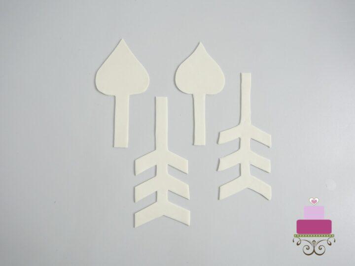 2 sets of arrows cut out of gum paste