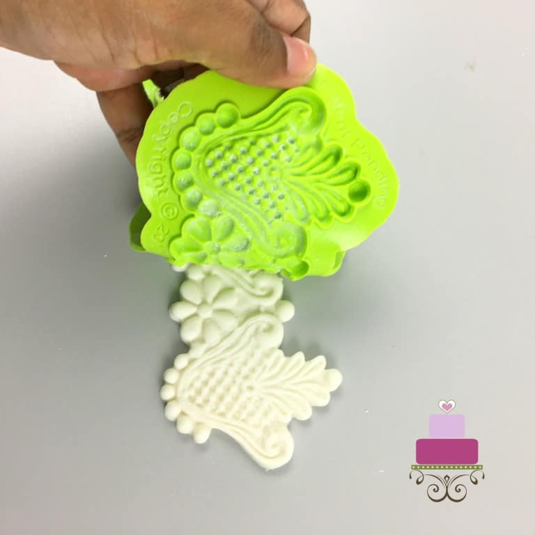 Removing fondant lace from a silicone fondant mold