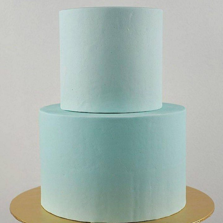 2 tiers of round cake with perfectly smooth sides and sharp edges