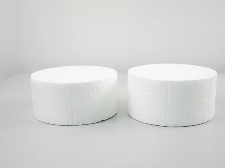 2 round cake dummies
