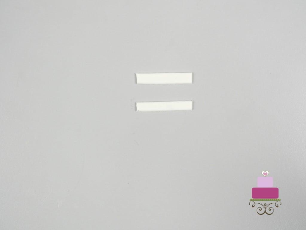 2 strips of white fondant