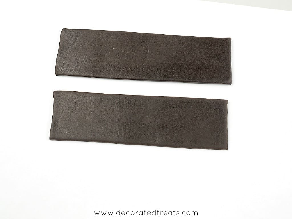 2 strips of rectangle brown fondant