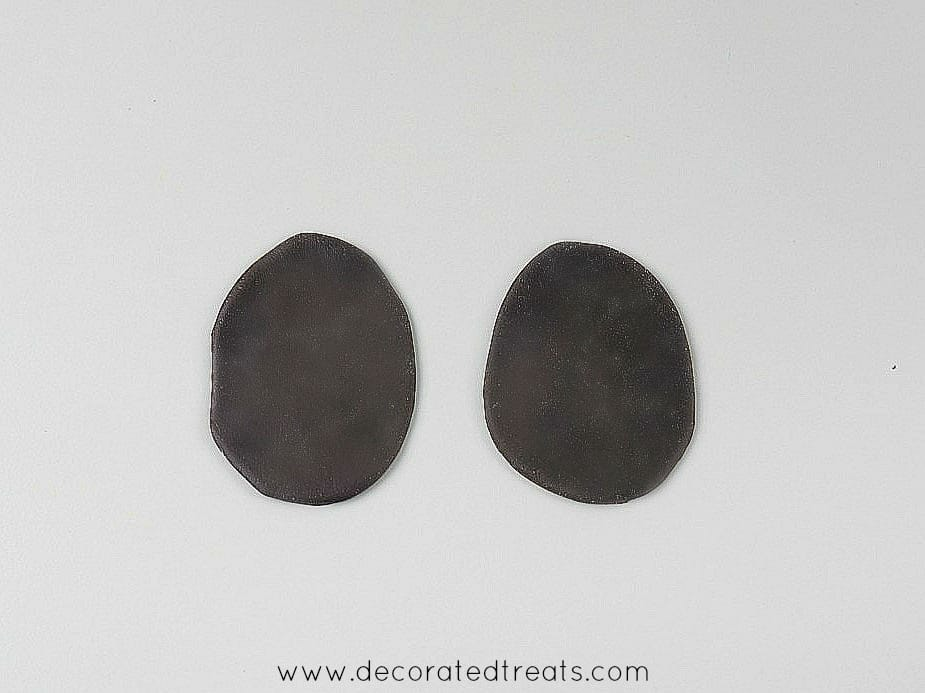 2 oval brown fondant cut outs