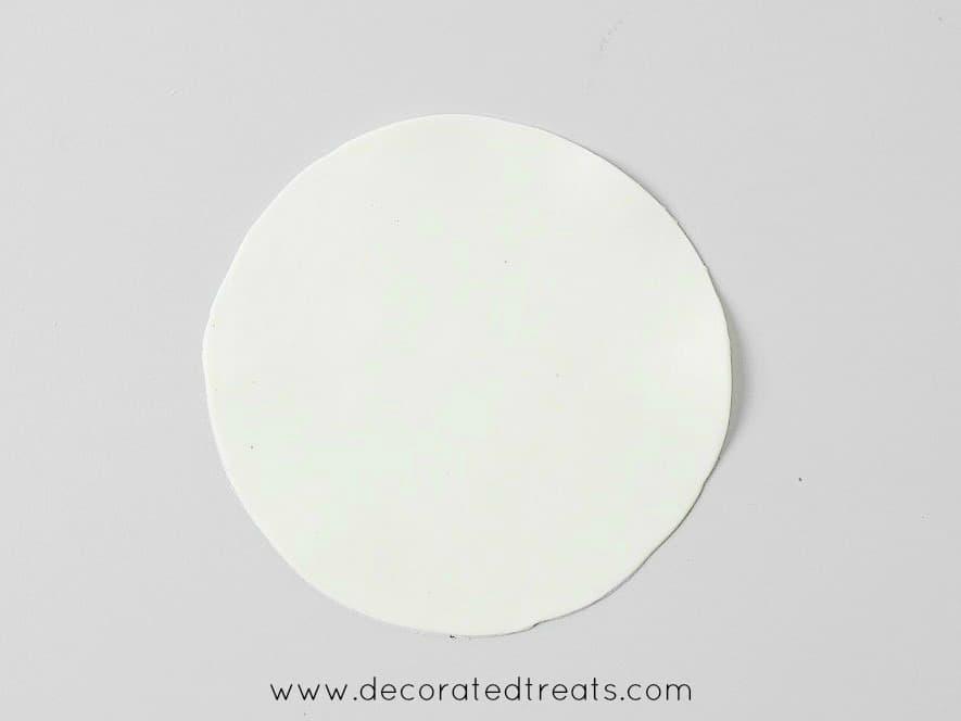 A round piece of gum paste cutout