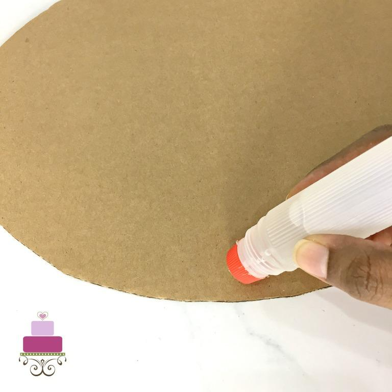 Applying glue to a cardboard