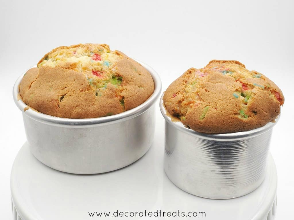 2 cakes baked in round cake tins