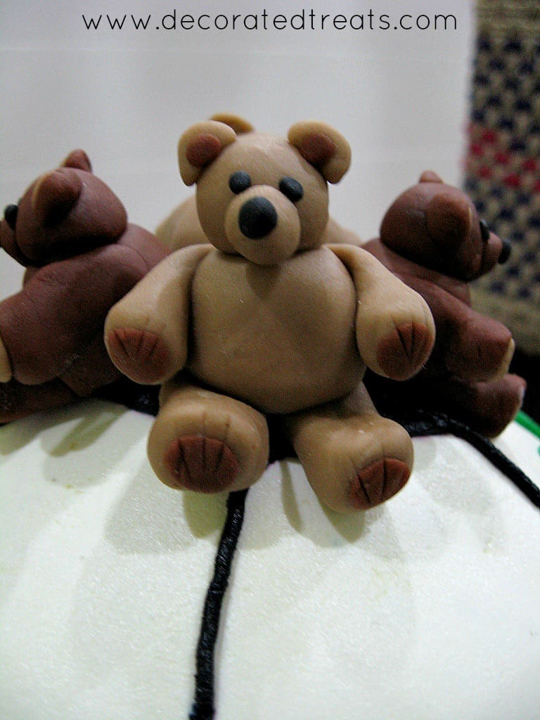 Teddy bear cake toppers in brown, on a ball cake