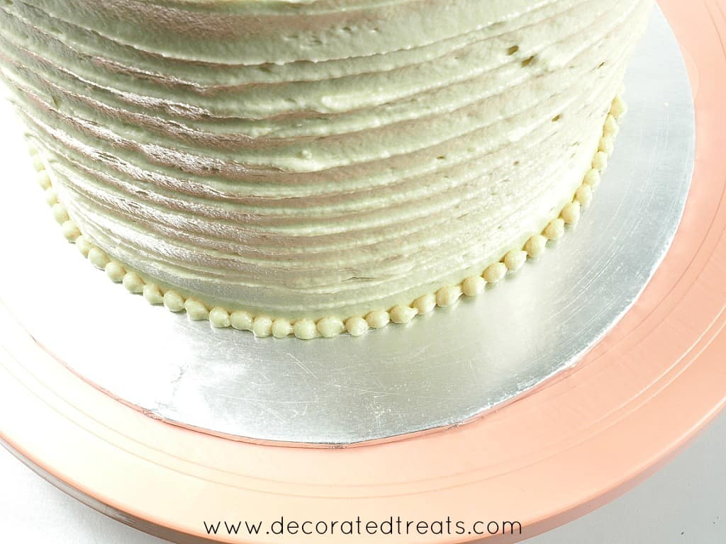 Bead border on a round cake