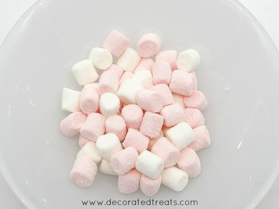 Mini marshmallows in white and pink