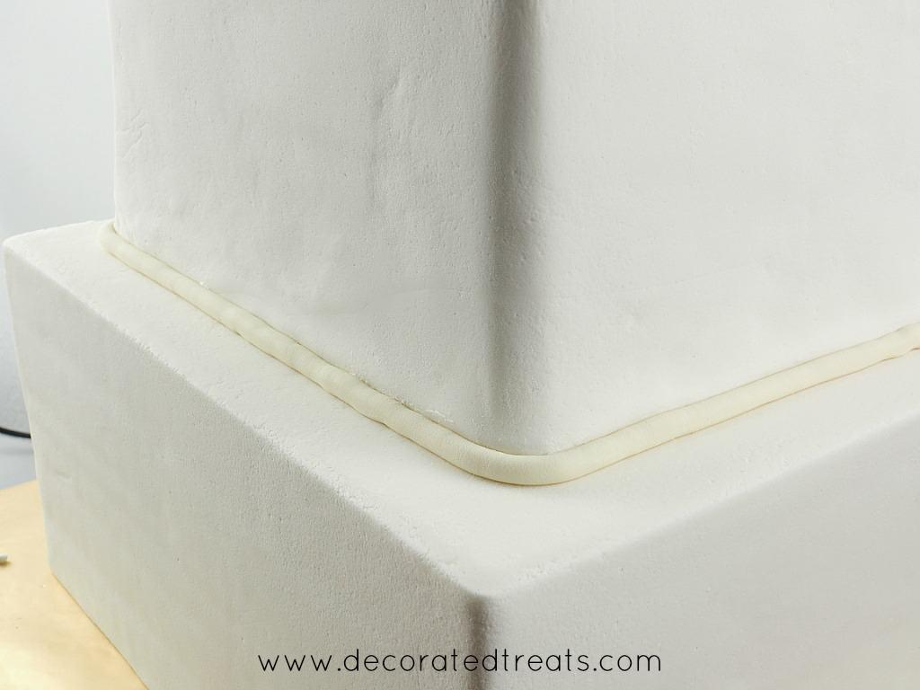 A fondant strip as a cake border