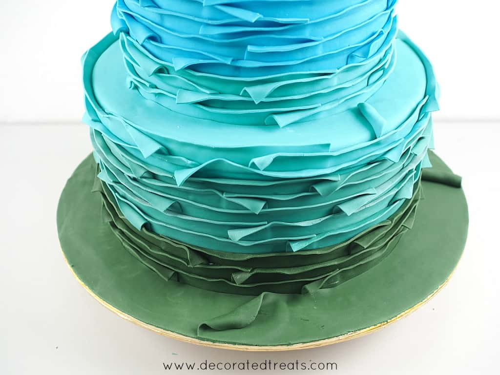 A round cake board covered in green fondant