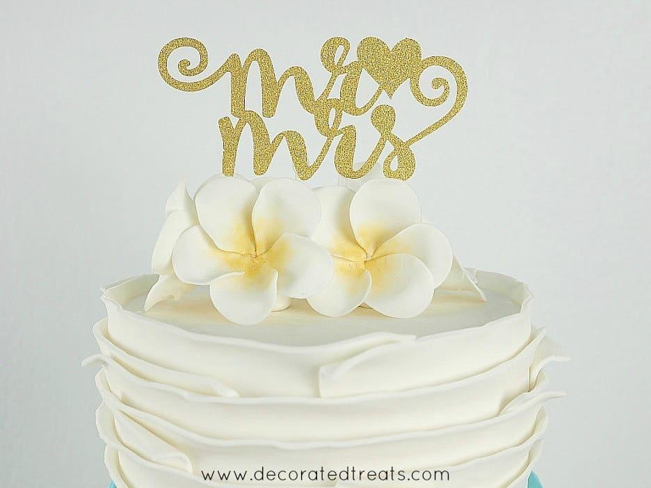 """Mr & Mrs"" cake topper in glitter gold"