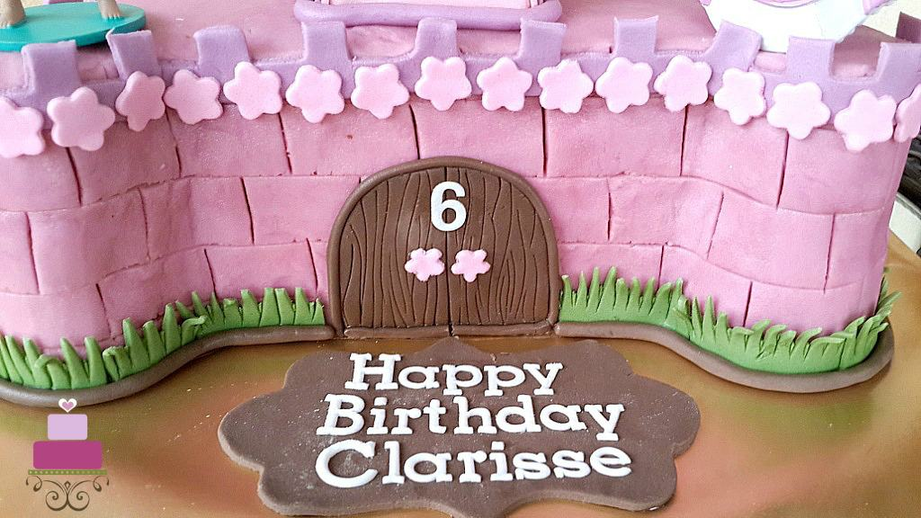 Fondant plaque with happy birthday message on cake board