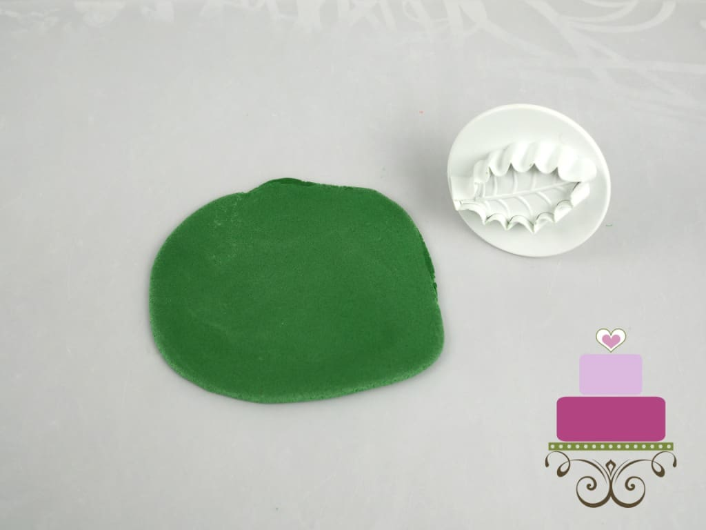 Green rolled fondant and a holly leaves cutter