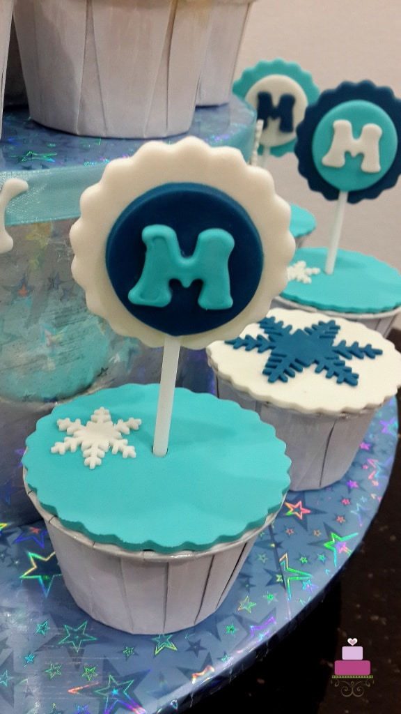 Cupcake with initial M topper