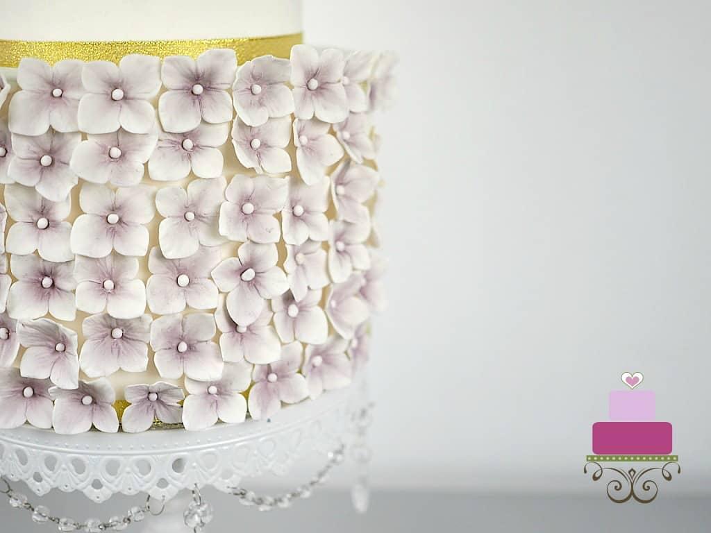 purple hydrangeas on a cake