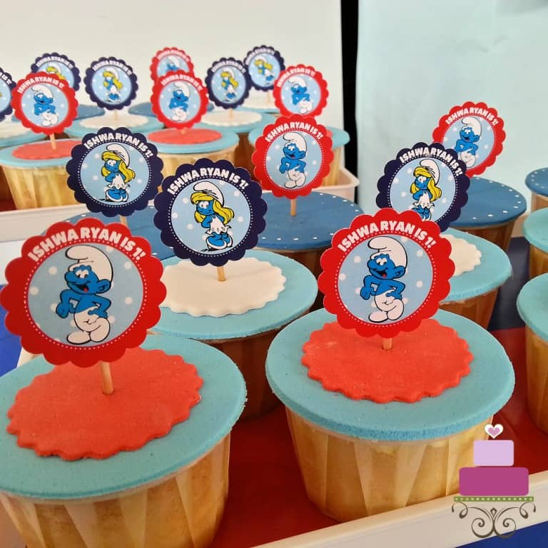 Red and blue cupcakes with the Smurfs cupcake picks