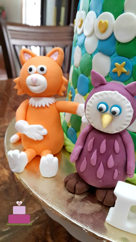 Kitten and owl character from Timmy Time show, in fondant