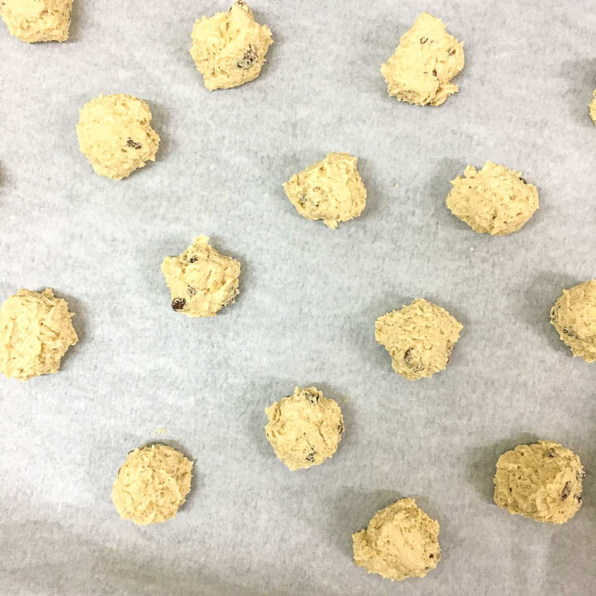 Round shaped cookie dough on parchment line tray