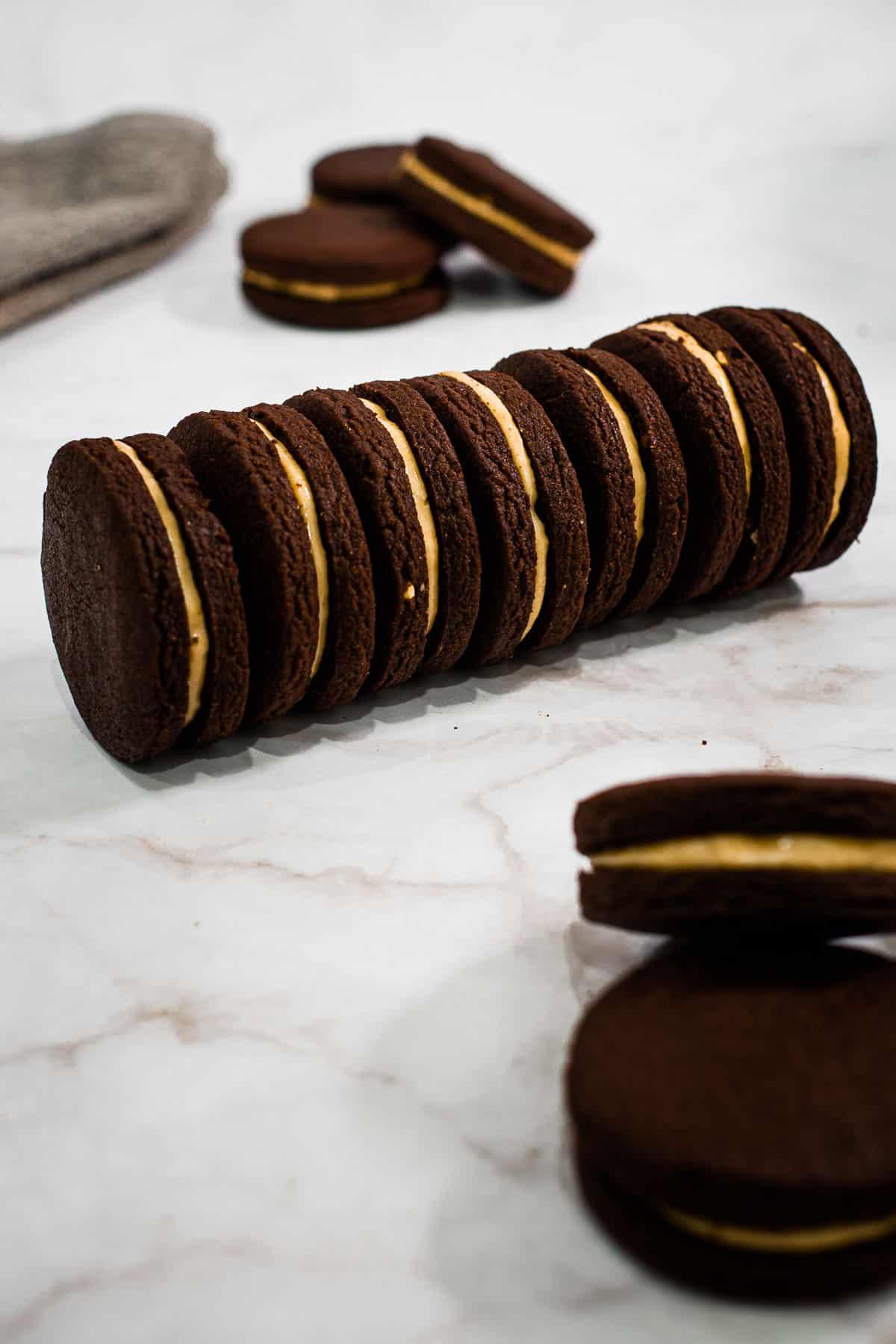 A row of chocolate sandwich cookies