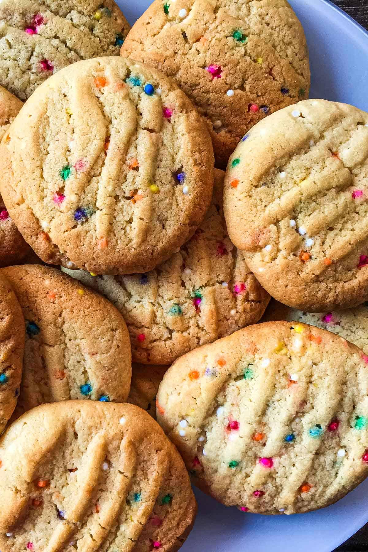 Round cookies with sprinkles