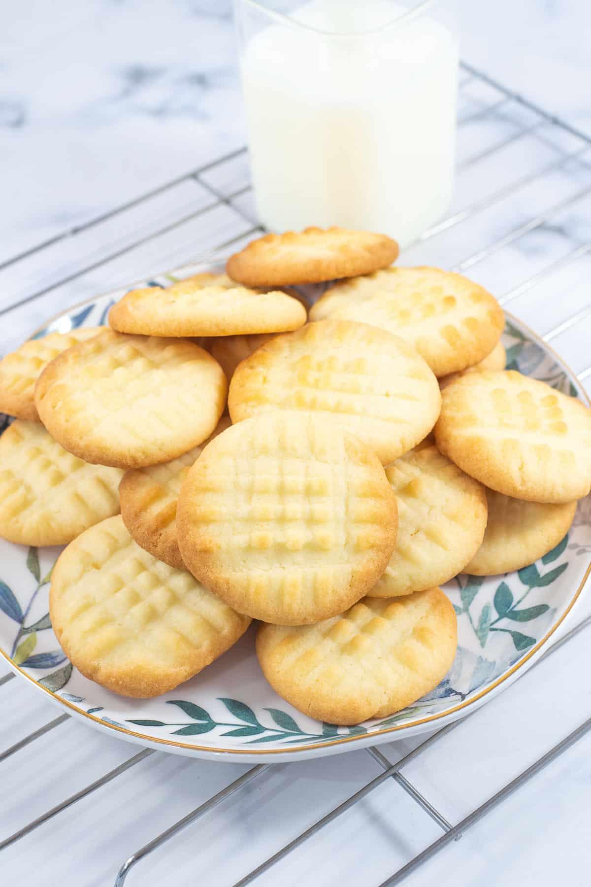 A plate of plain 3 ingredient cookies